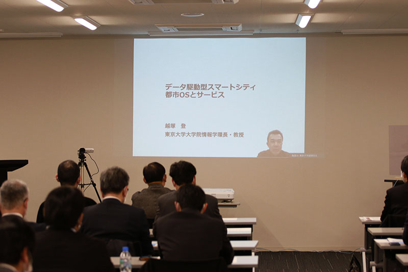 越塚先生講演の様子